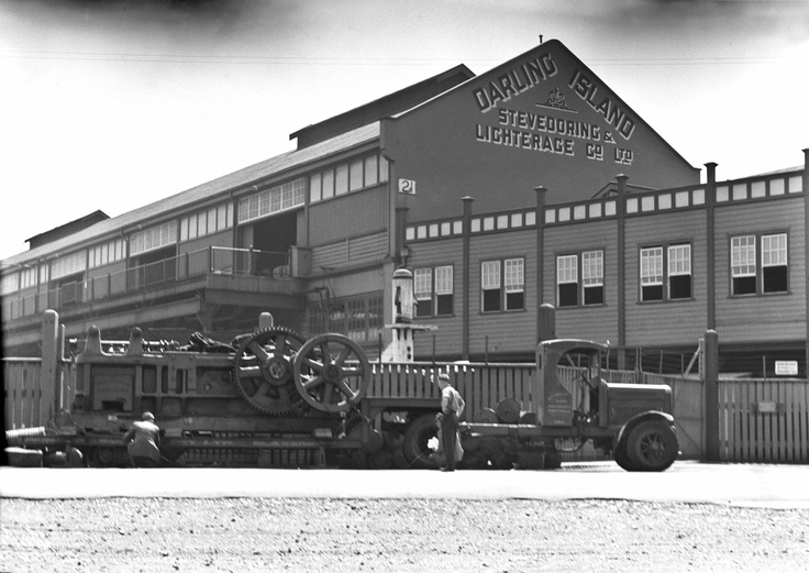 They don't make machinery like they use too! look at this amazing vintage truck at Darling Island Wharf, Pyrmont in 1940! Image courtesy of City of Sydney Archives    #pyrmont #sydney