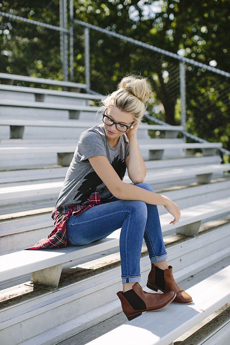 andere schoenen, kunnen zowel de chelsea boots of de bruine sleehak booties zijn, of zelfs motorboots of hoge laarzen