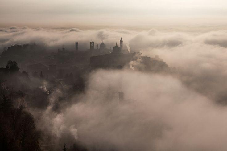 Italia, Bergamo, Città Alta fra le nuvole. Photo by Andrea Crupi