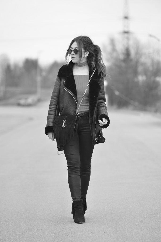 WWW.INNERCLASSY.COM // German Fashion & Interior Blogger // Streetstyle, Zara Black Leatherjacket, Lederjacke, Pilotenjacke, Ray Ban Look A Like, YSL Fringe Bag, Saint Laurent Monogram Fransen Tasche, H&M Sweater Red Choker