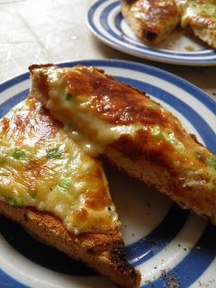Buck Rarebit (Welsh Rarebit With Spinach And A Poached Egg) Recipes ...