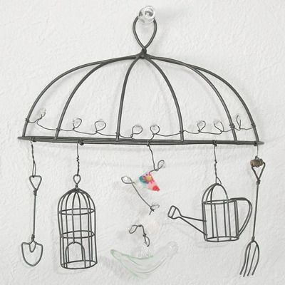 I really want to have a go at making some wire things, this is fab