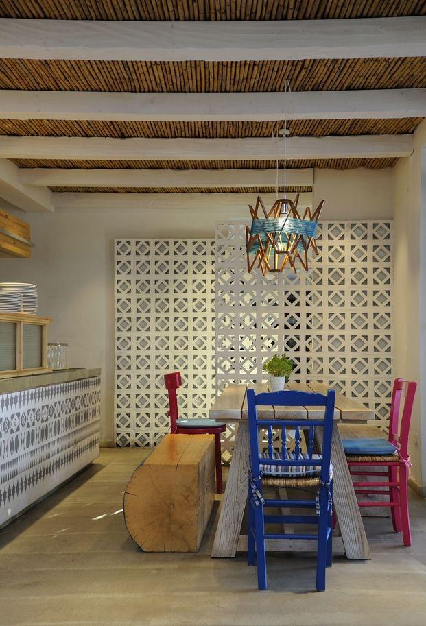 Las Cícladas y el Egeo inspiran el restaurante Derlicious, en Chipre.