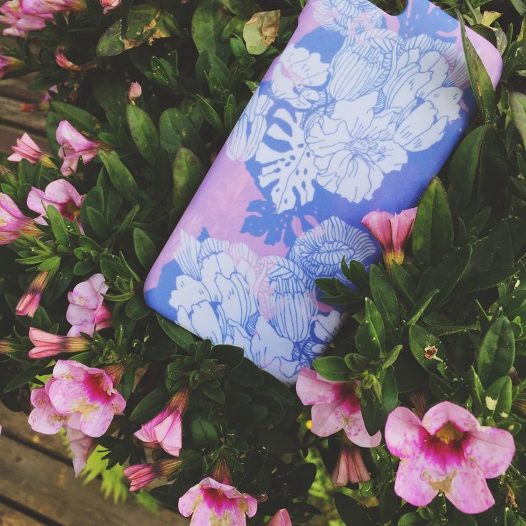 """Pink, pink, pink! //""""Garden Party"""" iPhone case designed by Anna Salmi for Shell'Oh!"""