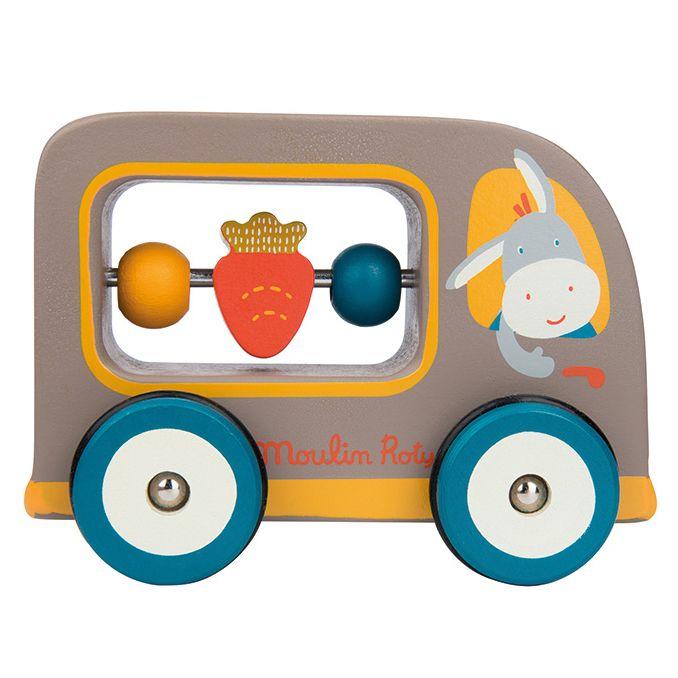Leuke houten vrachtwagen-rammelaar van Moulin Roty. De vrachtwagen kan als rammelaar en als auto gebruikt worden. Afmeting: 12,5 cm. €15,90