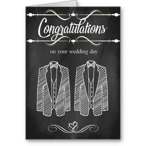Dieses ist eine Hochzeits-Glückwunschkarte der trendy Tafel homosexuelle, die mit zwei Tuxedos entworfen ist, aber ist nicht so viel formal, wie es Spaß und mit einer Touch von Romance kitchy ist.