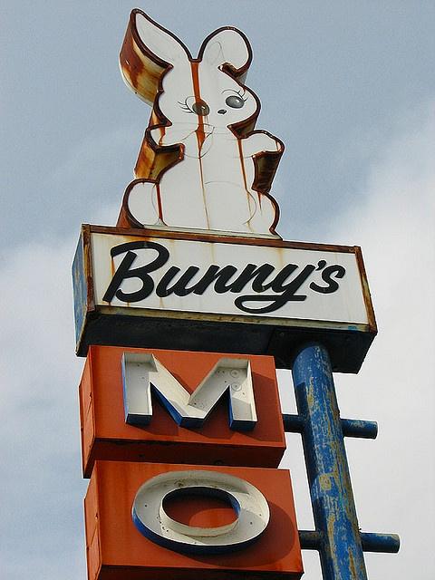 Bunny's Motel - Grants Pass, Oregon by Vintage Roadside, via Flickr