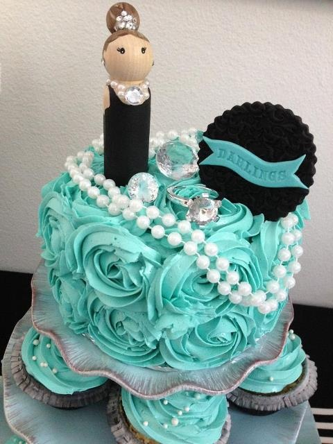 Breakfast At Tiffany S Cake Love The Roses In That Color