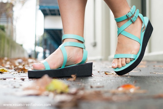 Cali and Cale, Shelly leather sandals in Aqua