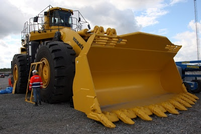 This is one massive backhoe. #HeavyMachinery #Backhoe