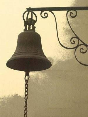 Las Campanas y el Esoterismo.jpg (300×400) El poder mágico del sonido...Hechizo maléfico de la iglesia al pueblo de Trasmoz, ritual esotérico eclesiástico...