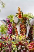 Фуншал, Мадейра - 20 апреля 2015: Цветочные поплавок на Мадейре Цветочный фестиваль парад, Фуншал, Мадейра, Португалия — стоковое фото