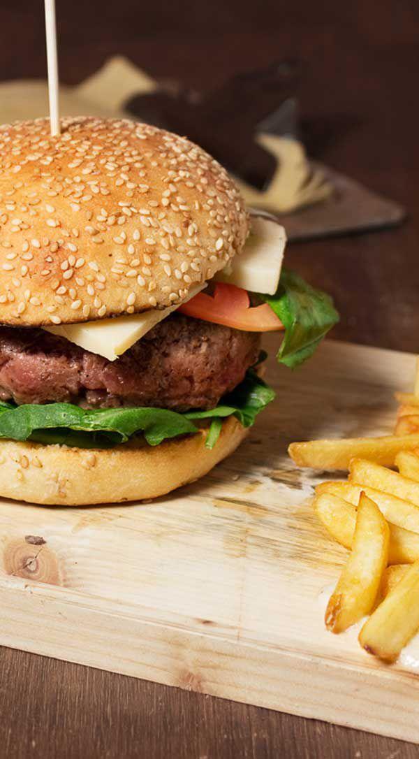 Cantina '86 Italian Bistrò - ITALIAN BURGER (hamburger di manzo italiano 240g, rughetta, grana padano, pomodoro, salsa cacio e pepe)