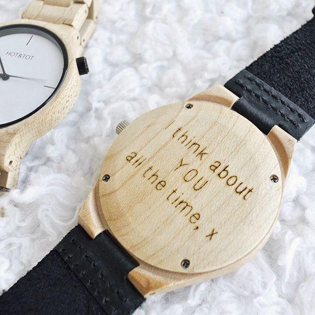 BLOG: er staat een nieuwe blogpost online over deze 2 gave houten horloges van @hottotnl eentje voor mezelf en een voor Alfred zijn verjaardag! Om hem nog persoonlijker te maken liet ik een tekst achterop de wijzerplaat graveren, benieuwd? Neem gerust een kijkje op #zwartwitenhout.nl! X #hottot #houtenhorloges #horloge #blog #yale #amici #mannencadeau #cadeautip #graveren #wooden #watch