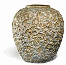 854/836 - Axel Salto: Vase af stentøj modelleret med blomster og grenværk i relief. Dekoreret med brun, grøn og grå glasur med blåt islæt. Sign. Salto.