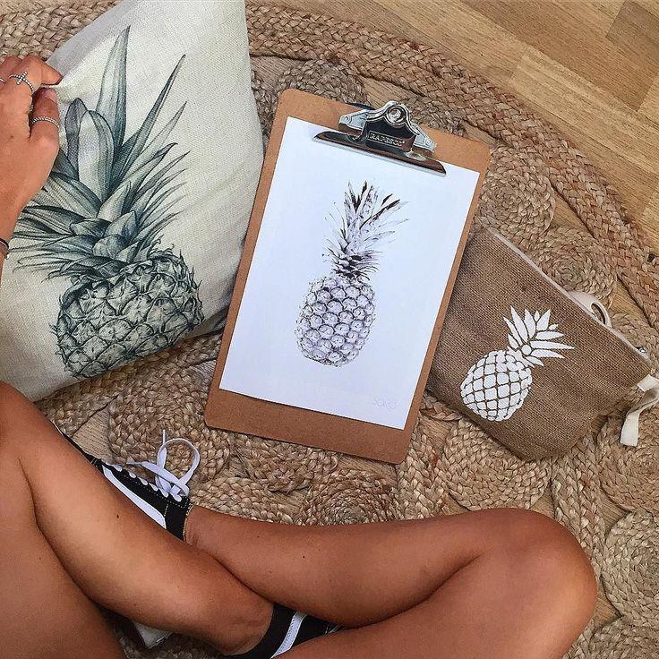 MERCI pour cette première semaine de soldes. On joue les prolongations sur notre site en ligne Et notre tictail. Les pochettes et les affiches sont toujours à -20% ! Belle journée ensoleillée !  #soko #home #sokohome #homemade #homedecor #homesweethome #homedecoration #pineapple #pillows #wall #pochette #deco #decor #decoration #interior #instadeco #interiordesign #summer #sun #tropical #boho #bohodecor #bohostyle #