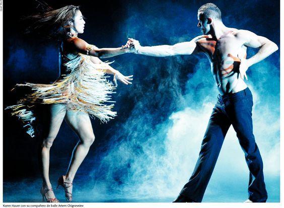 El baile de Salón, es una disciplina de carácter deportivo, así no se crea. Este estilo ha tenido una buen acogida en muchos realities shows, lo que lo hace un poco distinto es que tiene reglas y estilos claros en cuanto a tiempos, figuras y vestuarios. #BaileDeSalon