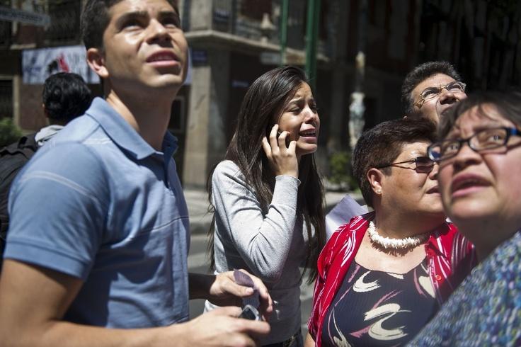 Un temblor de 5 grados en la escala de Richter sacudió hoy el sur de México, una de las más fuertes registradas hasta ahora desde el terremoto del martes pasado, informó el Servicio Sismológico Nacional. Ver más en: http://www.elpopular.com.ec/47998-una-temblor-de-5-grados-richter-sacude-el-sur-de-mexico.html?preview=true