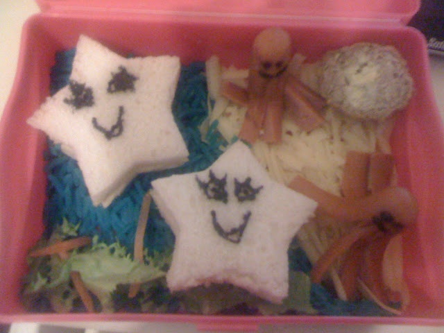 The Mini Mes and Me: Fun food starfish under the sea beach bento style lunch box for family fun. Kids food
