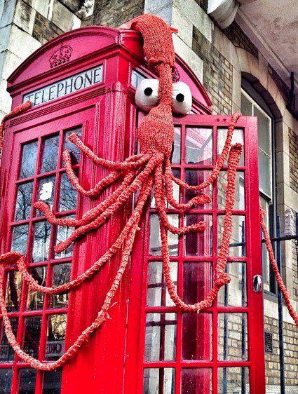 #London squid yarnbomb by Simona Perrotta - Crumbs and Petals. http://www.capa.org/london