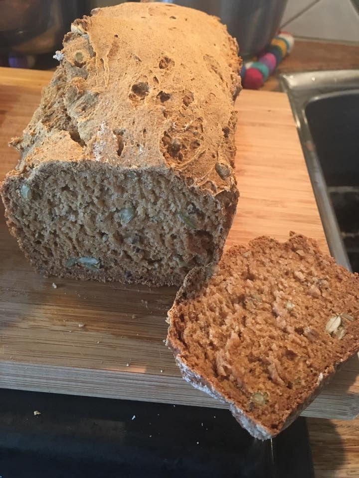 6 dl grovmix Lailas  1 tsk bikarbonat 1dl pumpakärnor(el valfri frö,kärna,frukt,nöt) 4,5 dl filmjölk(yoghurt funkar oxå)  0,75 dl mörk sirap  Kör i matberedare. Håll i form(avlång brödform). Det blir en smetig, klibbig deg. Behövs ej jäsas  175 grader (över/under) i ca 60 min