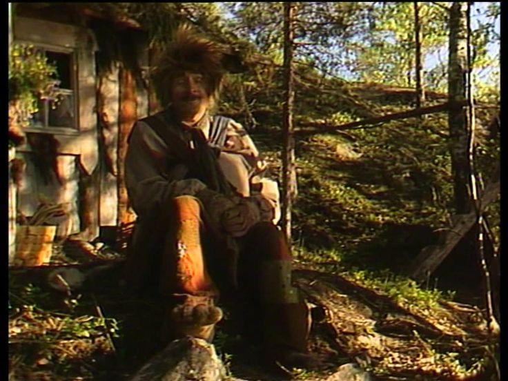 Rölli - metsätöllissään asusteleva erakkopeikko - kertoo itselleen sattuneista kommelluksista.Rölli - Allu Tuppurainen, toimittajana Pekka…