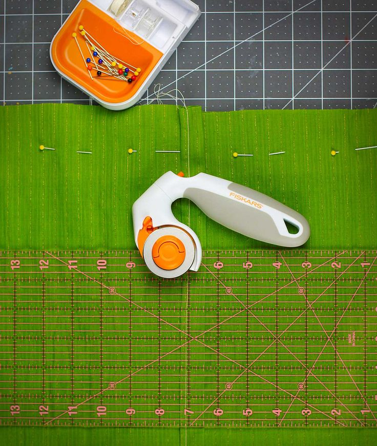 Delight the seamstress in your life with the tool they didn't know they couldn't live without. Fiskars Adjustable Three-Position Rotary Cutter features a pivoting head for improved comfort and better sightlines. Wonderful for cutting fabric.