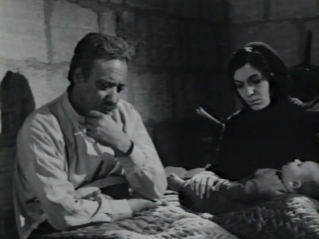 """The Dupes (Syrië), Deze klassieke film uit 1971 is gebaseerd op de roman """"Menin the Sun"""" uit 1963 van Ghassan Kanafani. Drie Palestijnse vluchtelingen proberen na de Nakba (ramp) van 1948 van Palestina naar Irak te geraken, in de hoop uiteindelijk Koeweit te bereiken, zodat ze hun droom van vrijheid en welvaart kunnen waarmaken. Op vrijdag 15 november te zien in Cinerama Rotterdam."""