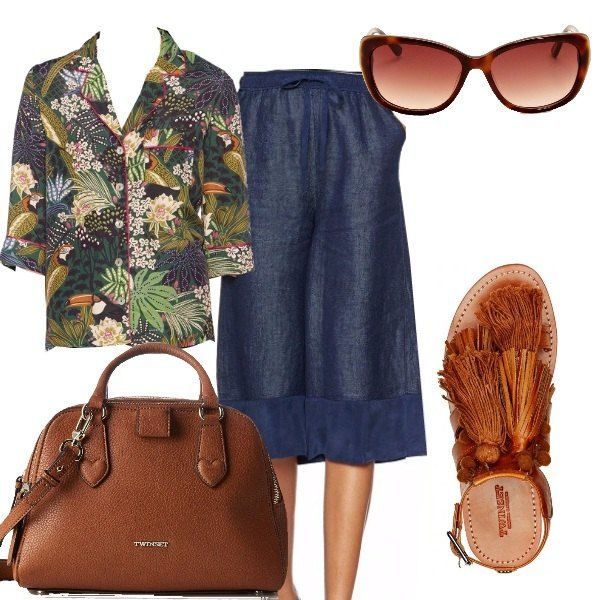 Look per tutti i giorni con un allure esotica che ricorda il Brasile. Camicia con taglio a pigiama con fantasia jungle, gonna sotto al ginocchio in leggero denim di lino. Accessori coordinati nel caldo color cuio: borsa a tracolla, sandalo basso con nappine e pompon ed occhiali da sole.