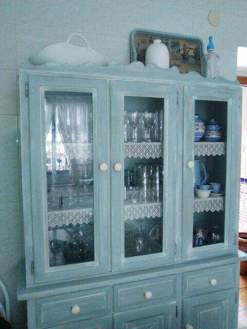 Alacena Con Pintura A La Tiza Azul Desgastada Y Ligera
