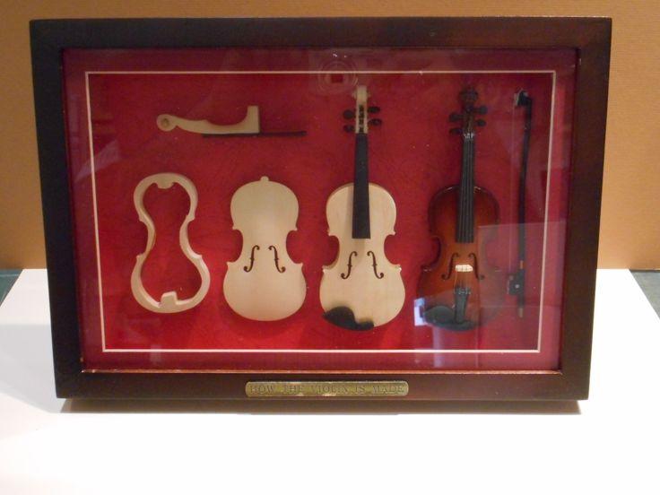 Η κατασκευή του Βιολιού. Σε κορνίζα.