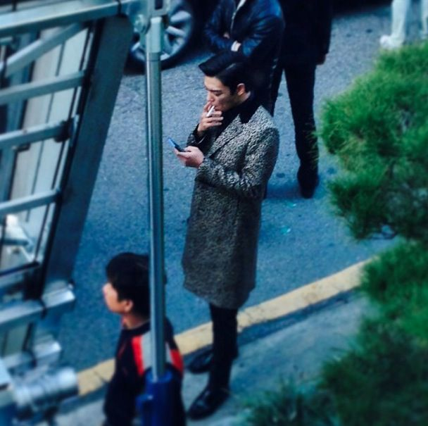 T.O.P spotted filming in Gangnam (141015) ... I typically can't stand smoking but leave it to TOP to bend my morals and values ;)