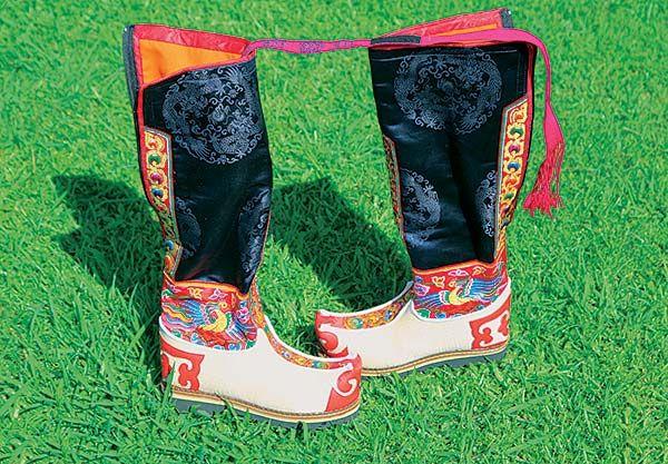 Boty od krále Bhútánu - Dobrodruh.sk – stačí len vyraziť – cestovanie, cestopisy