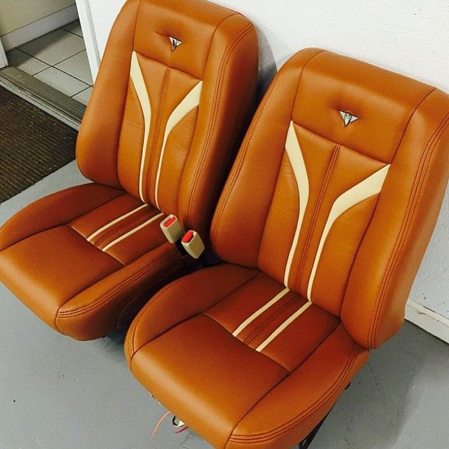 Custom seats for a 37 Ford by @billycoxsignatureinteriors / #thehogring…