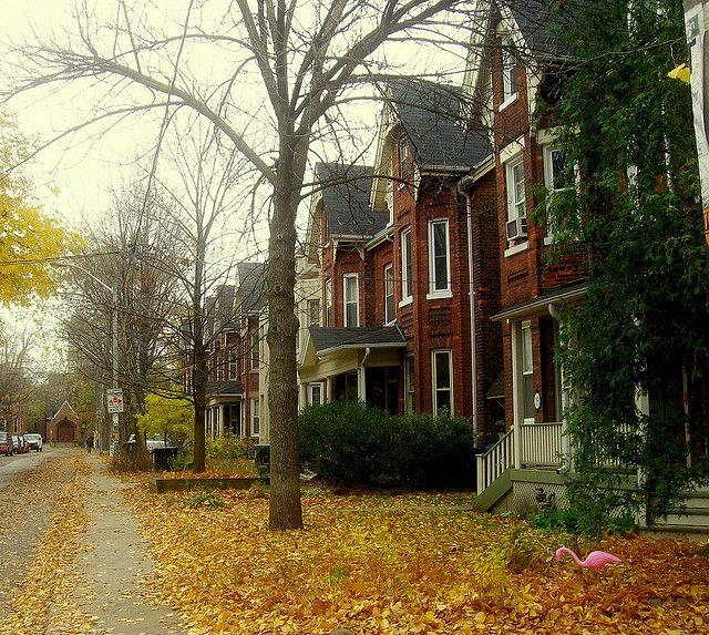 Victorian houses in Toronto, Canada (by Jen Pinker).