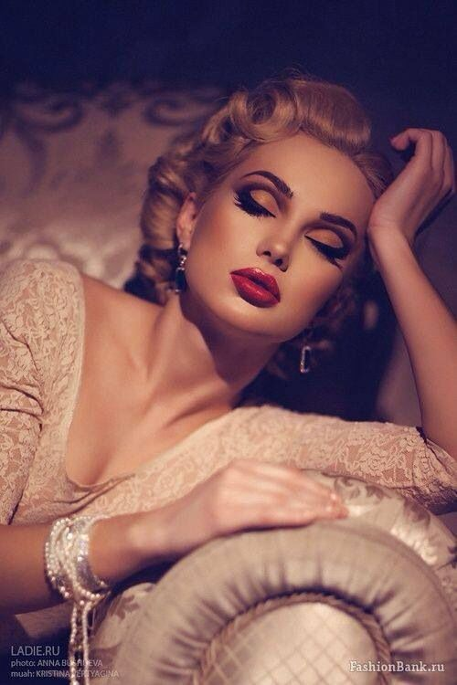 Hollywood Glamour. Love her makeup!: