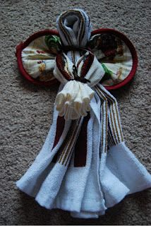 Dishtowel Angels make great gifts for the Holidays - These Dishtowel Angels are inexpensive to make and they give you a chance to be creative with the different towels and cloths you can find. What you need: 1 Dishtowel, 1 Washcloth, 1 Pot Holder, & Ribbon. Click link for assembly instructions.