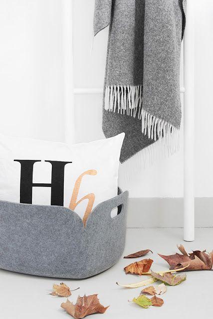 Via bildsch n muuto unfold house doctor cushion grey white nordic details pinterest - Deco gezellige lounge ...