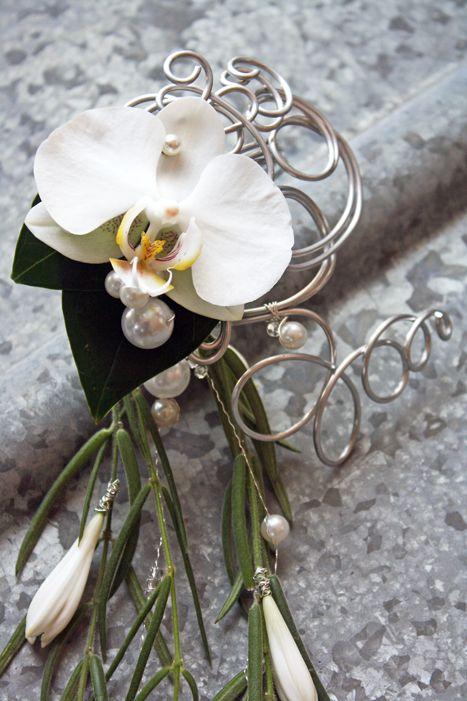 Phalaenopsis, agapanthus, hoya linearis http://holmsundsblommor.blogspot.se/2011/06/i-stallet-for-brudbukett.html 110612