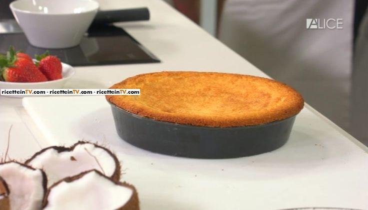 """La ricetta della torta al cocco di Fabio Campoli ne """"Non è mai troppo presto"""", le lezioni di Alice Tv sulla cucina."""