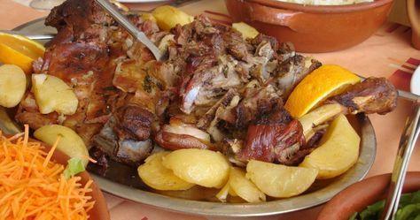 Aqui vai uma receita tradicional de Bragança de Borrego no forno, fica delicioso e suave servido com batatas no forno e uma salada.