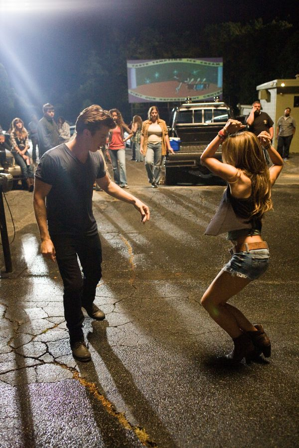 footloose+2011   ... : Ren (Kenny Wormald) und Ariel (Julianne Hough) in Footloose, 2011