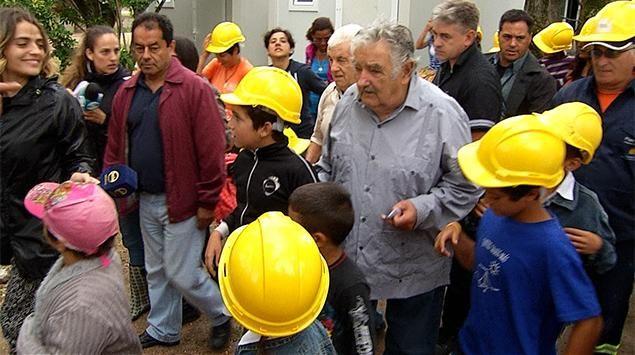 """Mujica quiere incluir aporte al Plan Juntos en facturas públicas: """"2 o 3 pesos por factura"""". http://www.subrayado.com.uy/Site/noticia/42128/mujica-propone-incluir-aporte-al-plan-juntos-en-las-facturas-publicas…"""