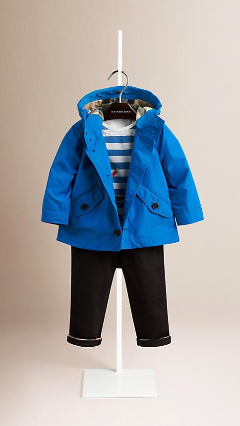 Burberry lightweight packaway parka jacket in technical fabric. The hooded design features the Burberry Baby Knight detail and is fully lined in check. Discover the childrenswear collection at Burberry.com