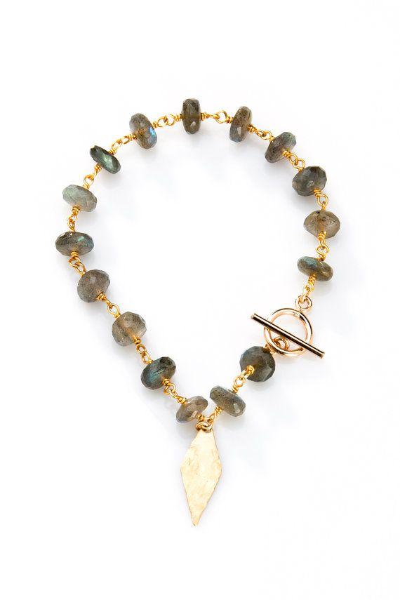 Filo avvolto braccialetto in pietra con fascino diamante martellato - BG10 in spinello nero, aqua calcedonio, labradorite, pietra di luna e crisoprasio