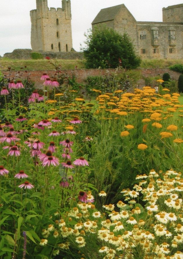 Helmsley Walled Garden in Yorkshire makes a gorgeous day out in late summer #flowers #englishgarden