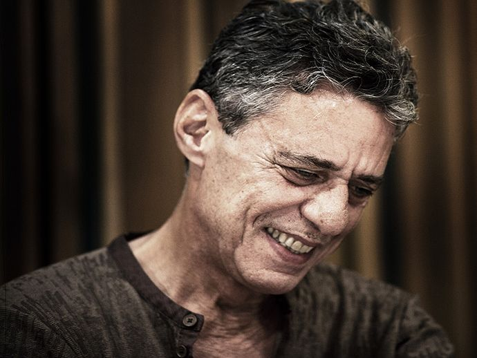 2016 sai de cena e deixa perspectiva de álbum de Chico Buarque em 2017 - http://anoticiadodia.com/2016-sai-de-cena-e-deixa-perspectiva-de-album-de-chico-buarque-em-2017/