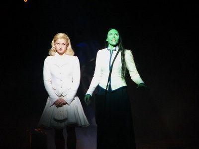 Lucy Scherer (Glinda) and Sabrina Weckerlin (Elphaba) as alternate in the Stuttgart production.