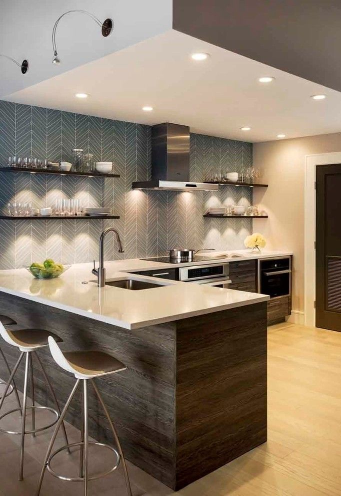Gorgeous-Thermofoil-mode-Boston-Contemporary-Kitchen-Inspiration-with-floating-shelves-herringbone-tile-recessed-lighting-shelf-lighting-white-countertop-.jpg (682×990)