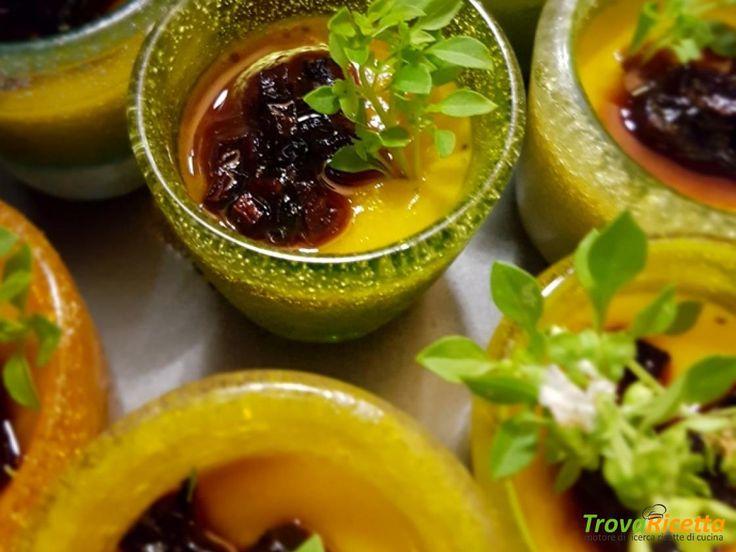 Bicchierini di gelée al succo di peperoni con caramelline di carote viola  #ricette #food #recipes